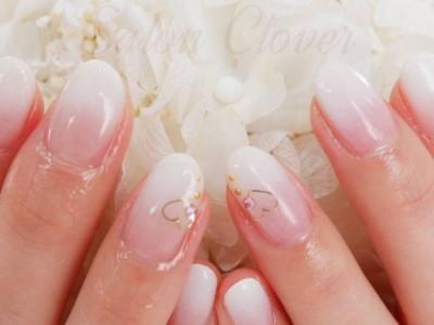 白グラデーション♡シンプル、バレンタインネイル